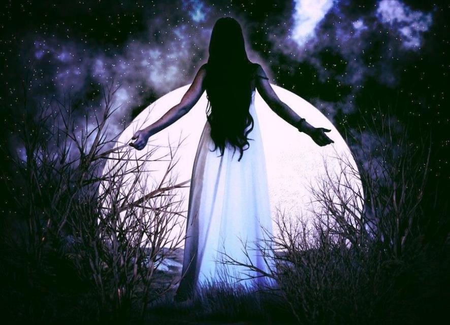 лунная ведьма фото интернете много